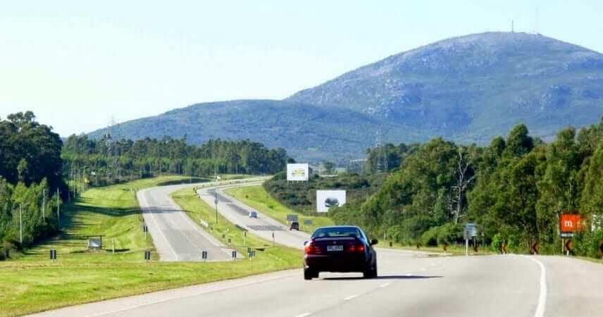 Viagem de carro de Punta del Este a Montevidéu: estrada
