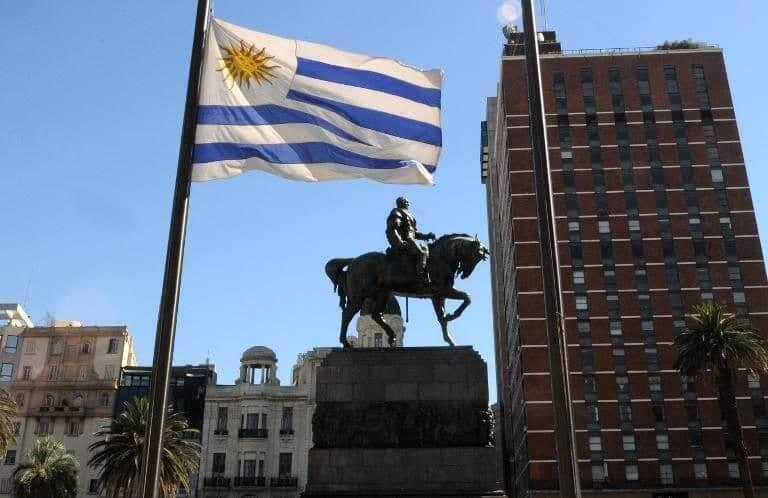 Que língua falam no Uruguai