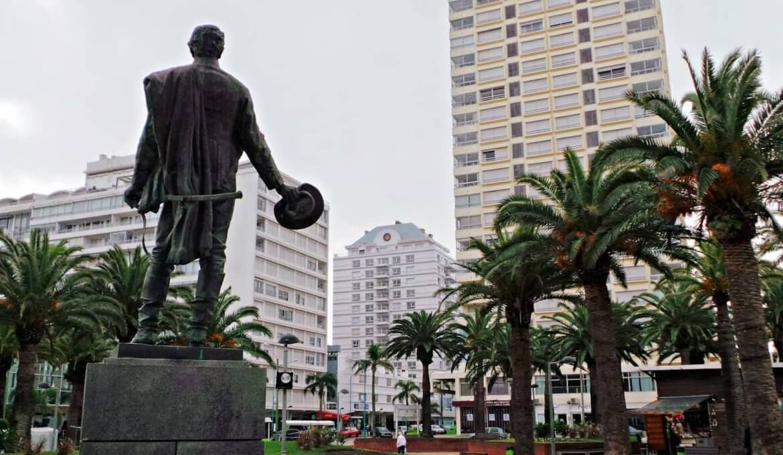 Como ir do Aeroporto de Punta del Este até o centro turístico: Plaza General Artigas
