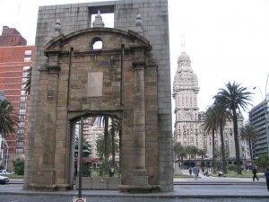 Montevidéu em agosto: Puerta de la Ciudadela