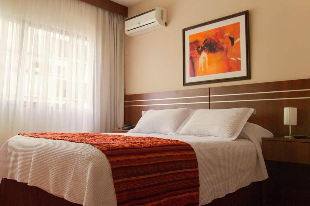 Hotéis no centro turístico de Montevidéu: Hotel America - quarto