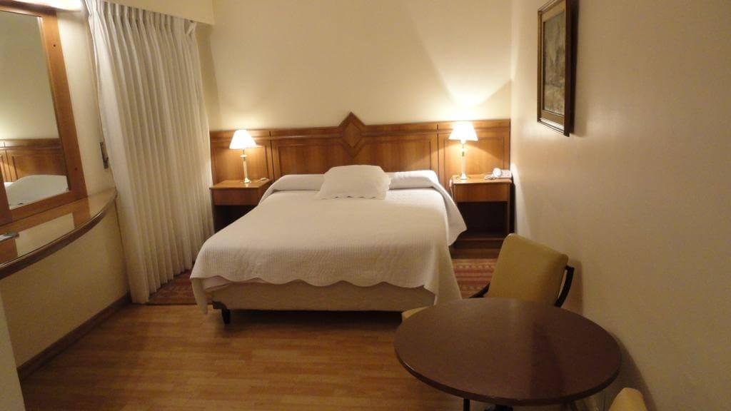 Hotéis bons e baratos em Montevidéu: Hotel London Palace - quarto