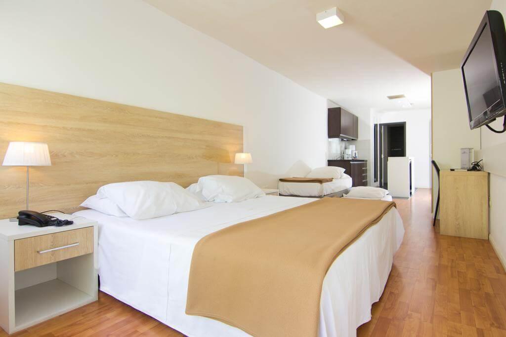 Hotéis bons e baratos em Montevidéu: Hotel Massini Suites - quarto
