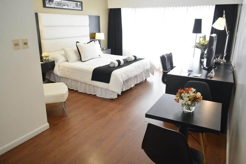 Hotéis bons e baratos em Montevidéu: Pocitos Plaza Hotel - quarto