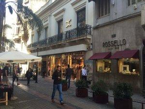 Peatonal Sarandí em Montevidéu: Lojas