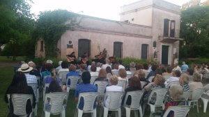 Museo Azotea de Ahedo em Punta del Este: apresentação musical